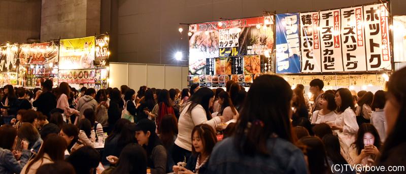 フードコーナーには韓国の人気フードが盛りだくさん!