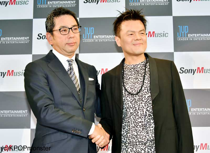 株式会社ソニー・ミュージックエンタテインメント取締役・村松俊亮氏、パク・ジニョン氏(右)