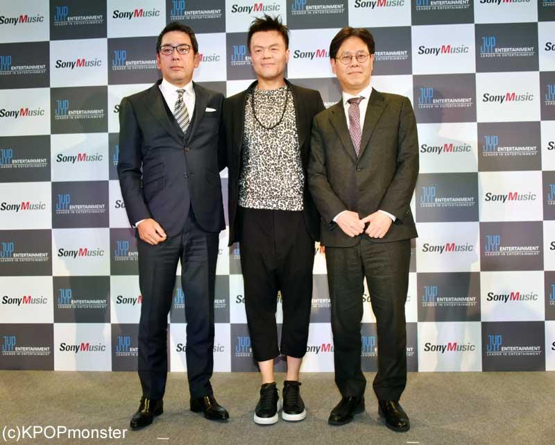 株式会社ソニー・ミュージックエンタテインメント取締役・村松俊亮氏、パク・ジニョン氏、チョン・ウク氏(右)
