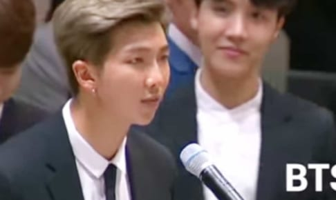 BTS(防弾少年団)RM、写真右はJ-HOPE