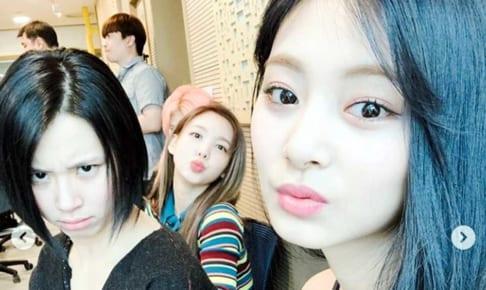 TWICEチェヨン、ナヨン、ツウィ(右)