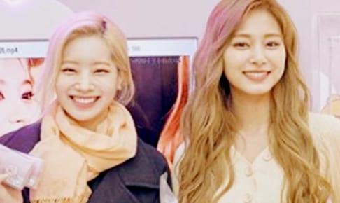 TWICE ダヒョン(左)とツウィ(右)