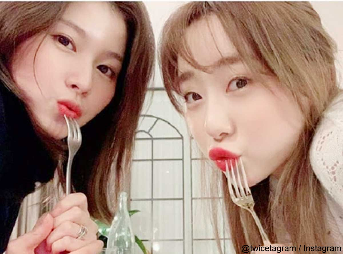 TWICEサナ、宇宙少女ヨンジョン(右)