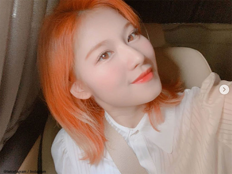 オレンジヘアーのTWICE サナ