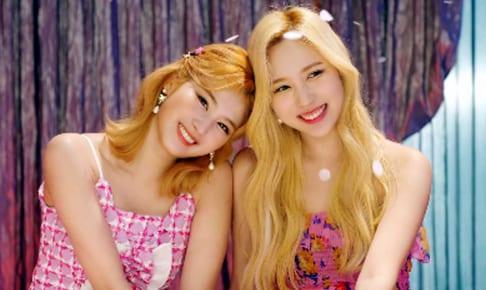 TWICE サナ(左)、ミナ
