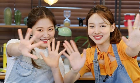 Red Velvet イェリ(左)、TWICE ナヨン(右)