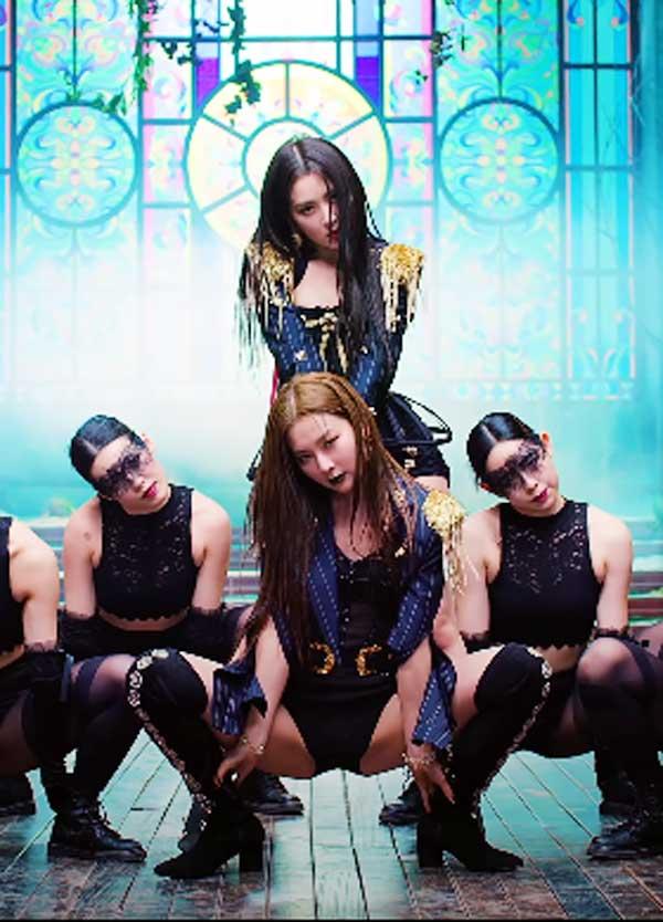 エンディングポーズ  「Monster」MV / YouTube