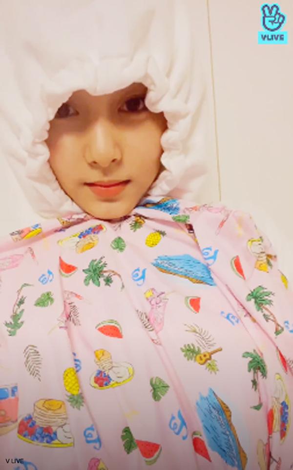 ダヒョンの部屋でTWICEのロゴが入ったパジャマを発見したツウィ