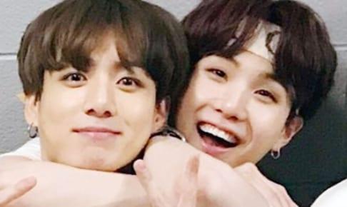 (左)BTS ジョングク(右)シュガ