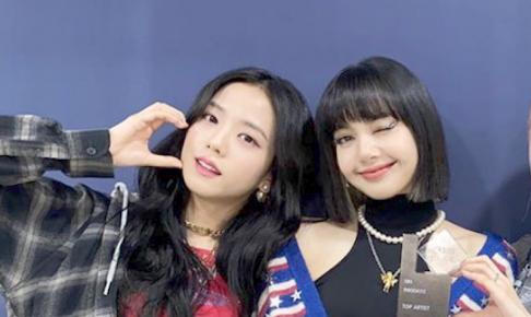 BLACKPINK (左)ジス、(右)リサ