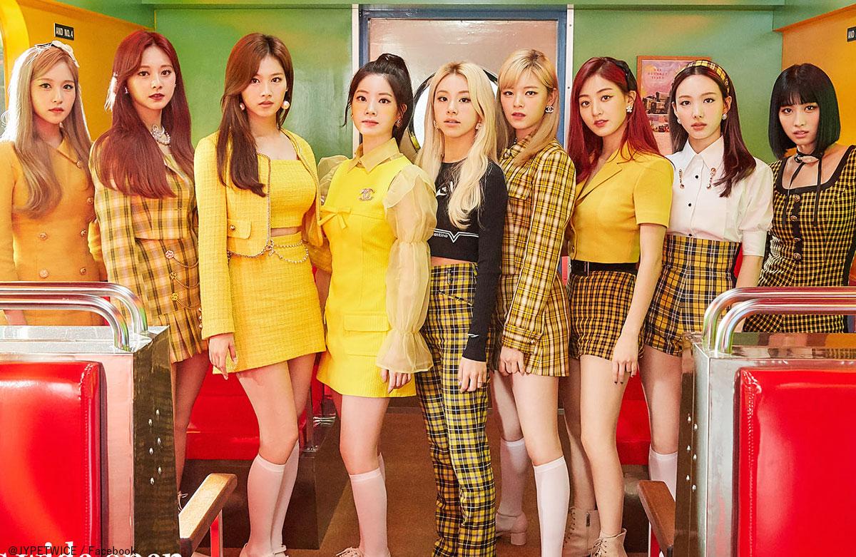 TWICE(左から)ミナ、ツウィ、サナ、ダヒョン、チェヨン、ジョンヨン、ジヒョ、ナヨン、モモ