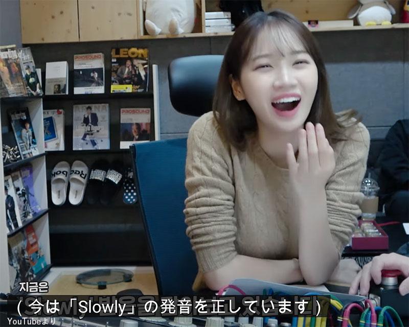 ウォニョンのスマホの音声に大爆笑する チェウォン