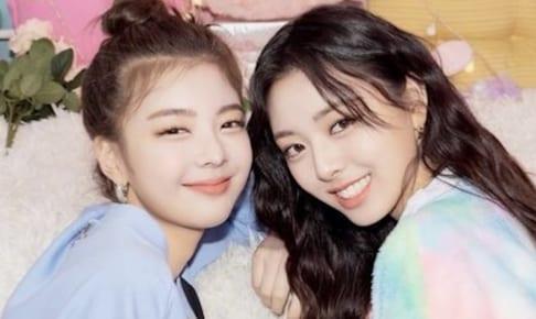 ITZY リア(左) & ユナ(右)