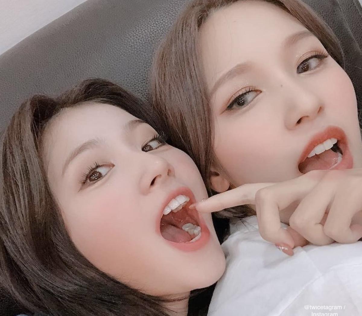 TWICE サナ(左)、ミナ(右)