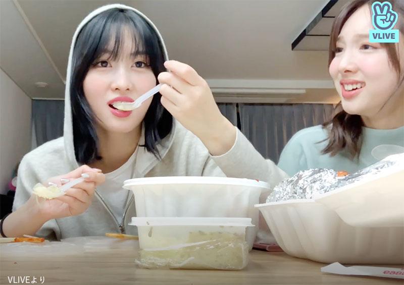 「日本語の発音ってなんでこんなにかわいいの?」と大興奮のTWICE ナヨン(右)