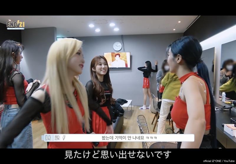 楽しそうなウンビをみて笑みをこぼす奈子