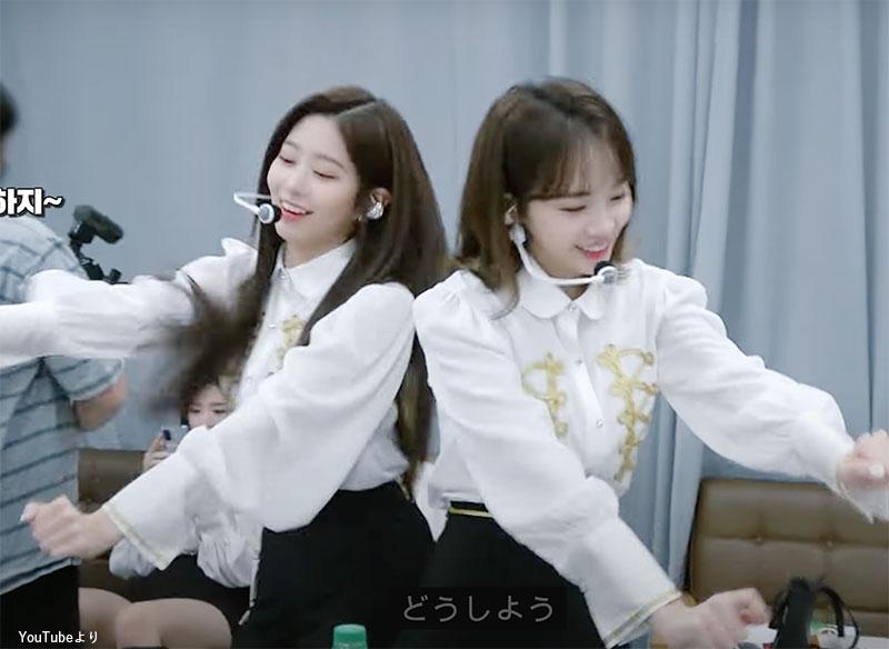 まるでしんちゃんのようにおちゃめなダンスを踊る ミンジュ(左)、チェウォン(右)