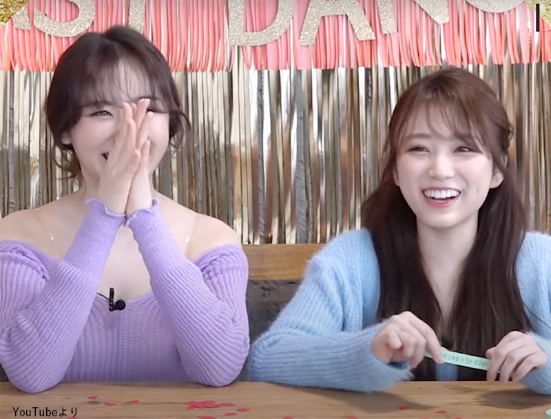 「アイスクリーム」と即答した奈子(右)とそれに笑う チェヨン(左)
