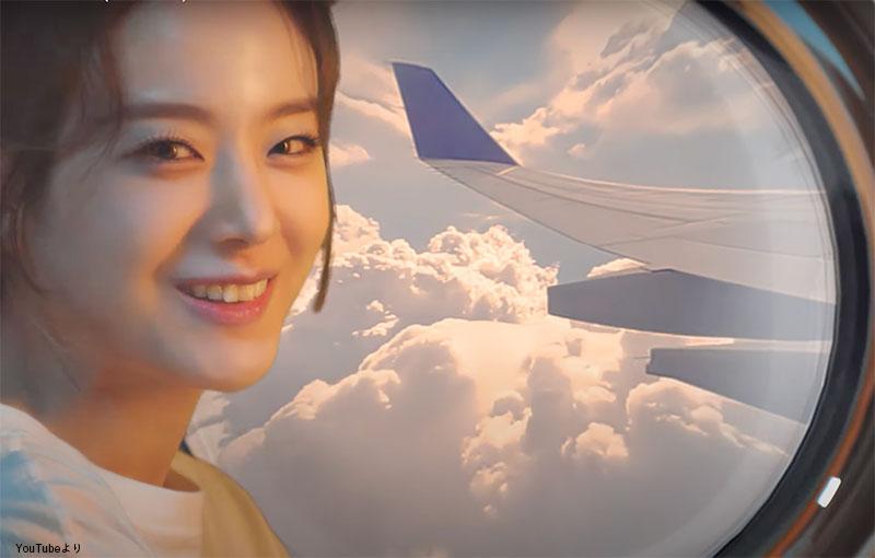 まるで飛行機の窓から上空を眺めているかのように見えるが・・
