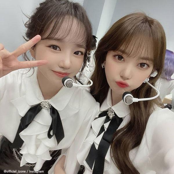 IZ*ONE ユリ(左)、宮脇咲良(右)