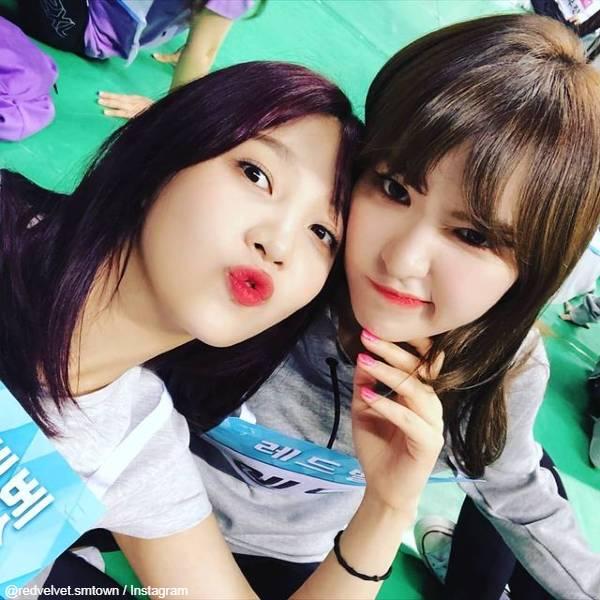 Red Velvet ジョイ(左)、ウェンディ(右)