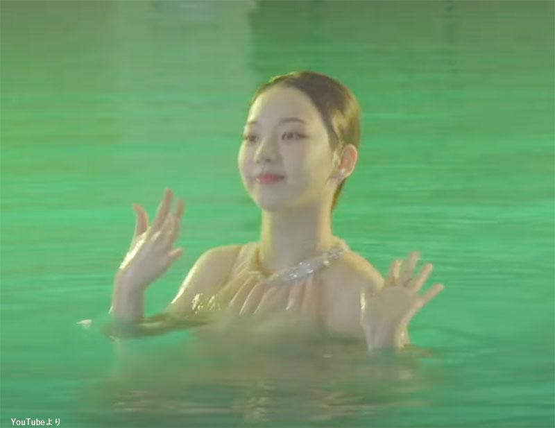 Red Velvetの「Red Flavor」を披露する aespa カリナ