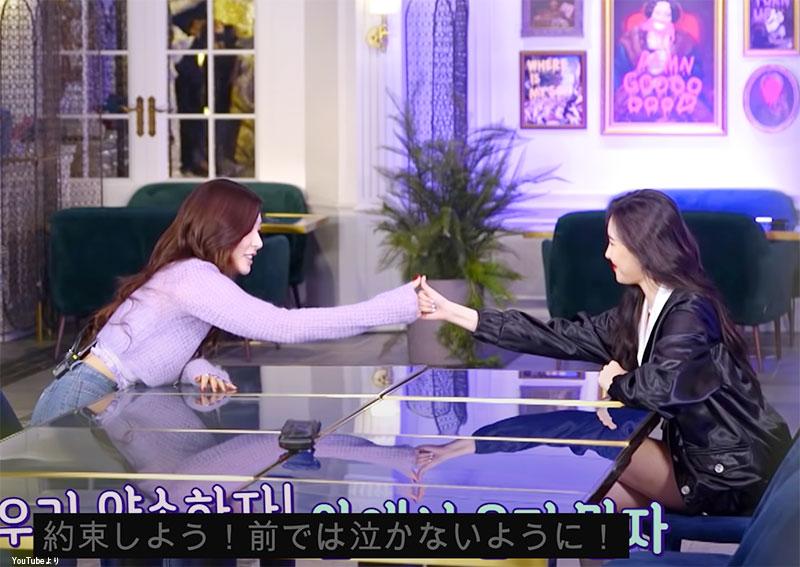「練習生の前では泣かないようにしよう」と約束する 少女時代 ティファニー(左)、Wonder Girls出身 ソンミ(右)