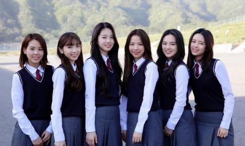 NiziU (左から)マコ、ミイヒ、アヤカ、マヤ、リオ、リマ