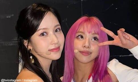 TWICE ミナ(左)、チェヨン(右)