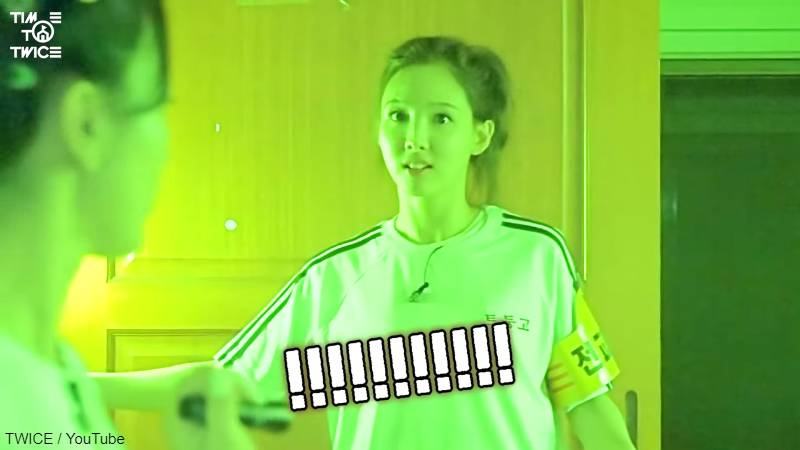怖さのあまり、電気をつけてしまう ナヨン