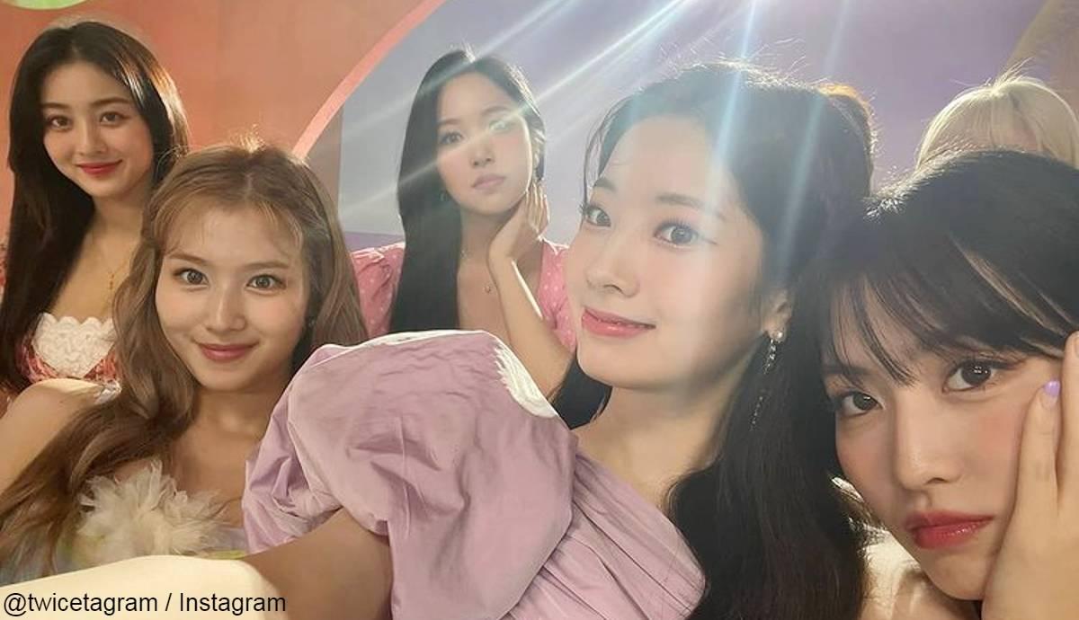 TWICE (左から)ジヒョ、サナ、ミナ、ダヒョン、モモ