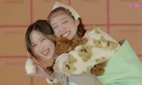 TWICE ミナ(左)、ナヨン(右)