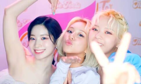 TWICE (左から)ダヒョン、チェヨン、ジョンヨン